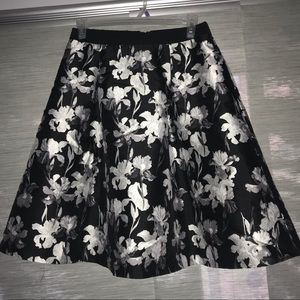 Full floral skirt with pockets!